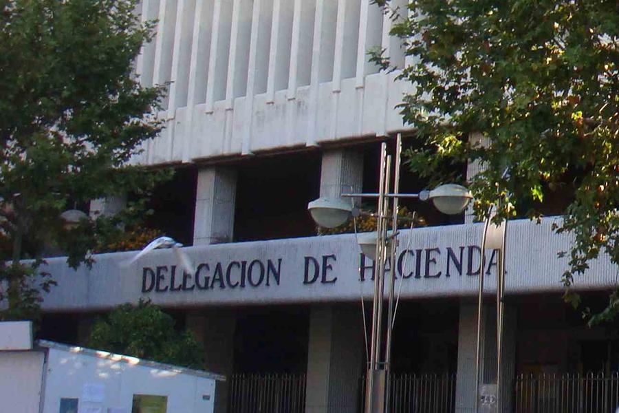 Las trabajadoras que hacen la limpieza en la Delegación de Hacienda de Córdoba siguen sin cobrar