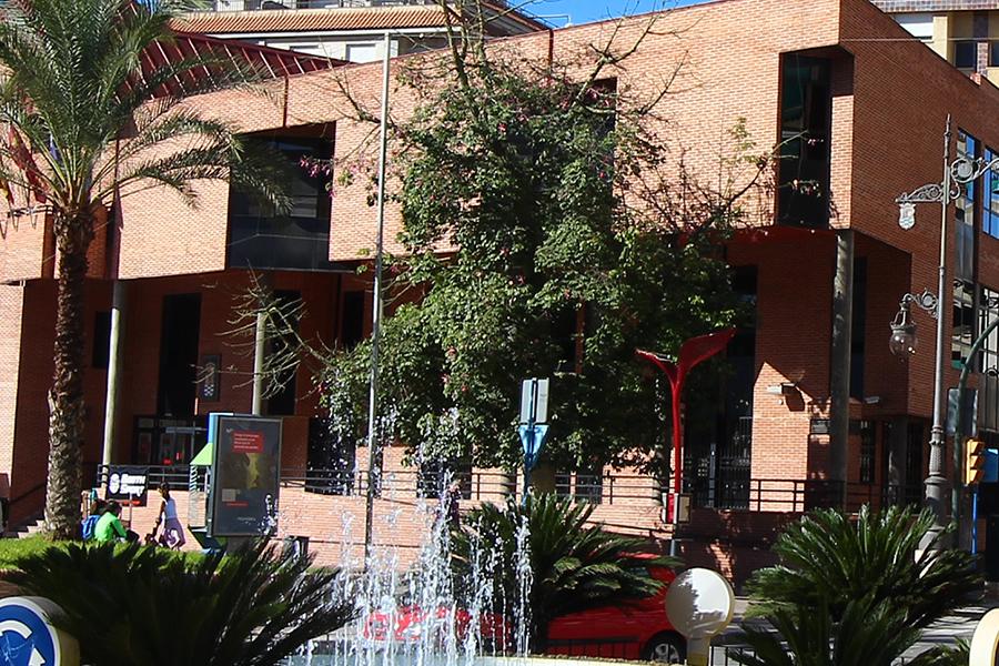 Denuncian que ordenanzas y conserjes limpien los lugares de trabajo en el Ayuntamiento de Molina